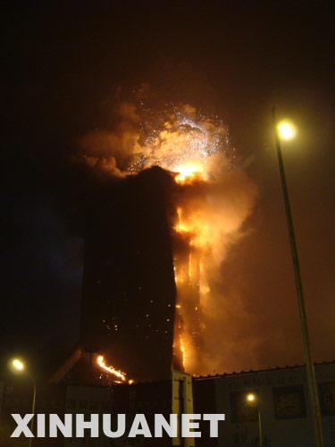 央视新址附近发生大火 浓烟高过央视大楼[组图]