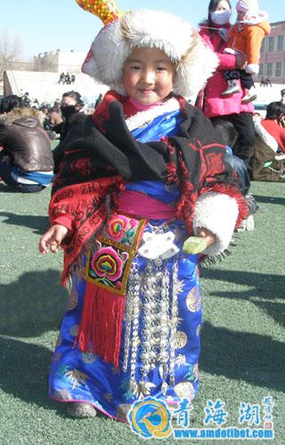 海南藏族服饰_
