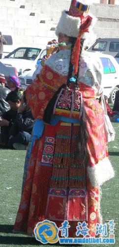 海南藏族服饰_雪域激情点燃海南藏族服饰盛装来袭其他藏