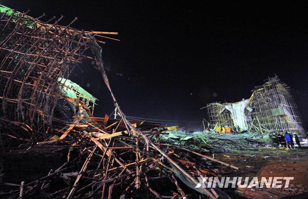 昆明在建新机场立交桥垮塌 7人死亡34人受伤[组图]