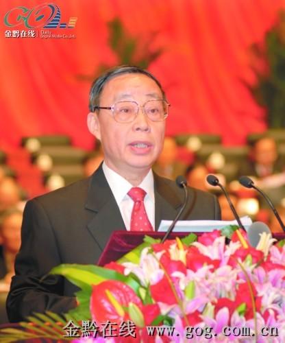 林树森在贵州省第十一届人大三次会议开幕式上作政府工作报告。记者 张晴晓