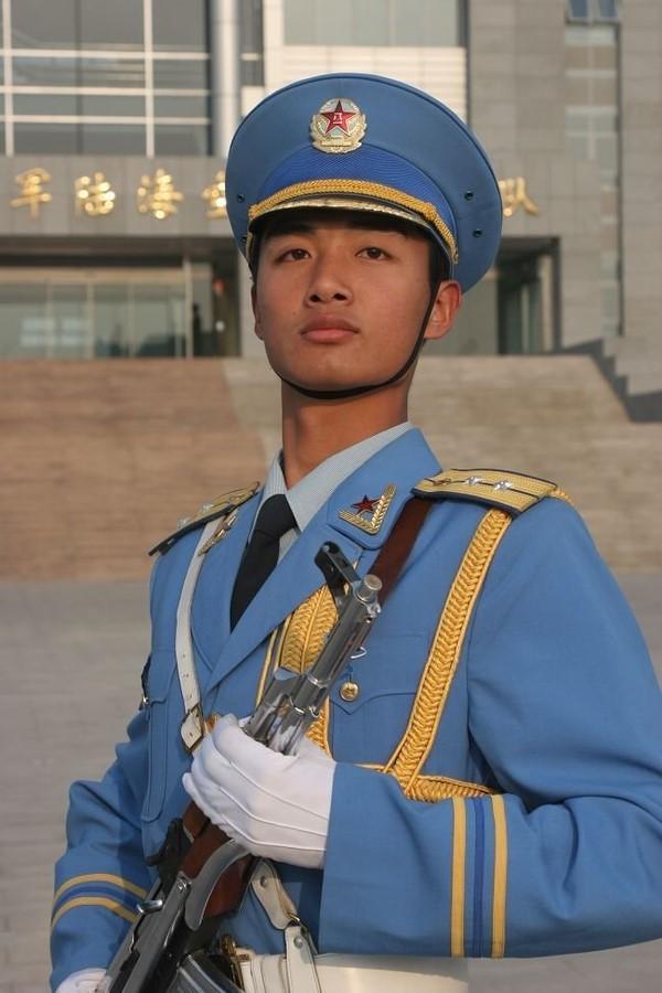 组图 中国最帅的80后军人 刚毅面孔天使心灵