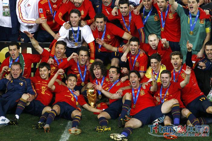 西班牙加时1-0击败荷兰 第八支世界杯冠军队诞