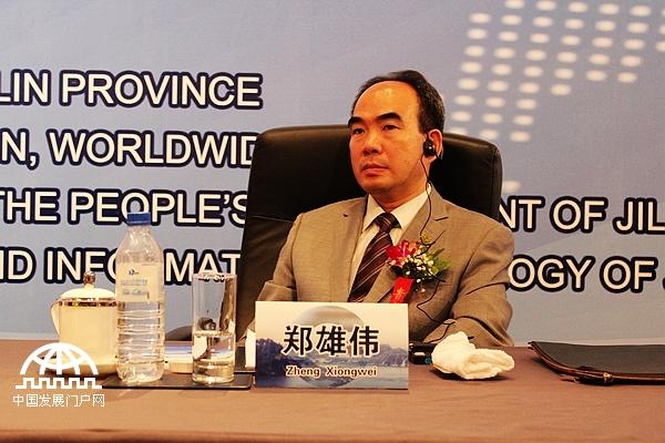 著名国际经济学家、亚太总裁协会全球执行主席郑雄伟在长春香格里拉大饭店举行的第二届世界产业领袖大会开幕式上,发表了题为《推动再发展,再创新,实现实体经济回归》的精彩致辞。