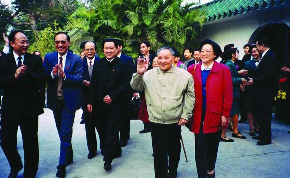 邓小平发表南方谈话