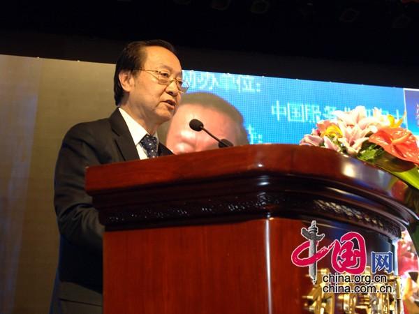 全国政协常委、经济委员会副主任、中国工业经济联合会会长李毅中演讲 中国网 寇莱昂摄