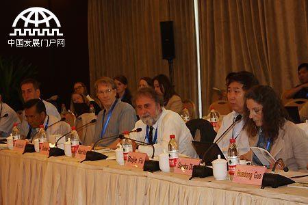 """2014年6月3日,国际 """"未来地球计划"""" 与""""未来地球计划""""中国国家委员会联合研讨会在京举行,中外专家围绕国际动态概述与大气污染、城镇化、向可持续发展转型三个主题展开了讨论。"""
