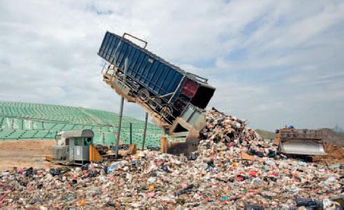 有利于提高能效、改善垃圾管理和公共交通的政府政策可使全球年经济产出增加1.8万亿美元以上,同时也可以挽救生命、减少作物损失和遏制气候变化,世界银行与气候工作基金会近日发布的最新分析报告如是说。