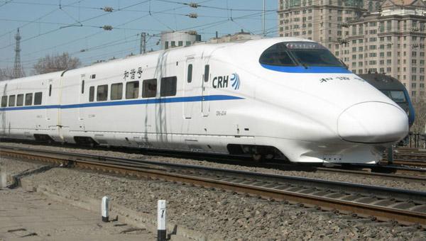 2012年中国客运人数达380亿人,货运量约410亿吨