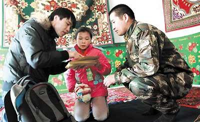 湖南小伙硕士毕业留疆 资助160个新疆娃
