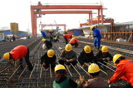 这篇题为《吸引私有资本参与铁路发展》的论文简述了各国主要通过哪些方式吸引私人资本投资铁路行业,寻求从成功经验中发现共同特点,并就如何将那些成功的特点用于中国提出建议。