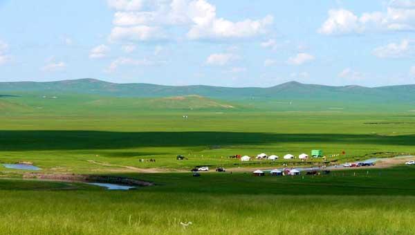 内蒙古自治区锡林郭勒盟西乌珠穆沁旗的巴拉嘎尔河沿岸景色。   从内蒙古自治区财政厅了解到,目前,自治区财政部门已拨付2014年草原生态保护补助奖励资金41.84亿元,涉及10.1亿亩草原,惠及48.1万户牧民。近年来,内蒙古筹措资金,支持全区草原生态保护、林业生态建设等项目,努力构建我国北方重要生态安全屏障。