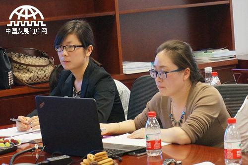 NRDC分析师刘明明(左)、李晶晶在发布会上介绍新研究成果
