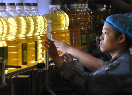 世界银行近日发布的《东亚经济半年报》预计,东亚与太平洋地区发展中国家今年经济增速将会略有放慢,但随着高收入经济体逐步复苏刺激对该地区的出口需求,明年该地区(除中国外)增速将会逐渐回升。从发展中国家的角度来说,东亚太平洋地区仍是世界上增长最快的地区。