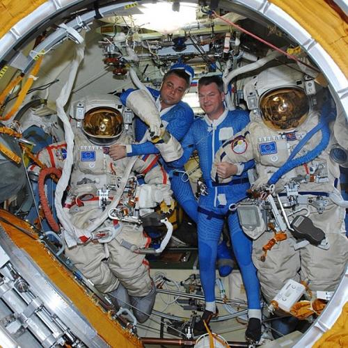 俄美女宇航员社交网上晒太空生活工作照