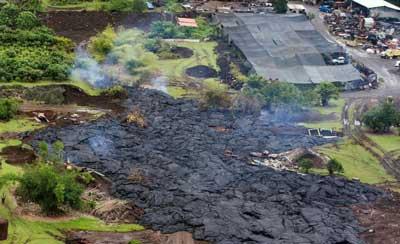 夏威夷基拉韦厄火山日前持续喷发,当局已开始疏散民众