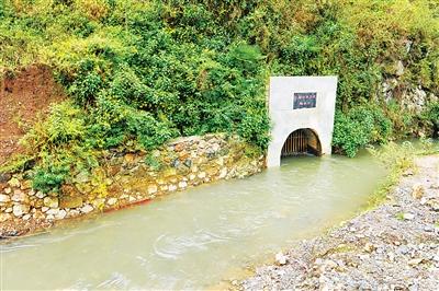 贵州省六盘水水源现黑色污染物