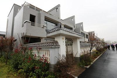 江西企业家捐资3600万建72套别墅赠乡邻(组图)