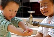 中国各省改水情况差异明显,欠发达地区受益较少。