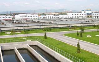 吴家村污水处理厂建于新开渠的上游,其服务区域位于北京市区西部,服务范围北起模式口,南至鲁谷小区南侧规划西便门快速路,西起杨庄东路西侧,东至玉泉路