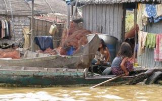 同济大学近日与联合国环境署官员一同考察了柬埔寨的污水处理现状,完成了《柬埔寨污水处理技术需求调研报告》,梳理了柬埔寨对市政排水管网等设施和技术的需求。