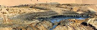 """近日,甘肃武威荣华工贸有限公司(以下简称荣华公司)向腾格里沙漠腹地违法排放污水8万多吨,污染面积266亩。这是自去年习近平总书记对腾格里沙漠污染事件作出重要批示、新《环保法》实施以来,环保部门查处的一起典型的""""顶风作案""""、向沙漠违法排污事件。"""