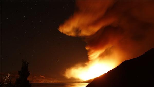 阿根廷森林大火火光遮天宛如末日大片