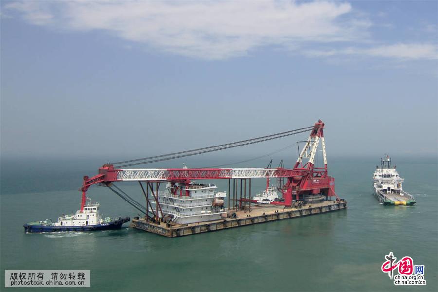 我国中标承建最大国际桥梁增添大力士浮吊船图片