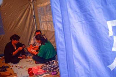 夜访新疆皮山6.5级地震灾区民众安置点