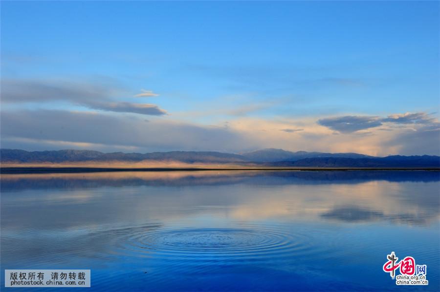 茶卡盐湖位于青海省海西蒙古族藏族自治州乌兰县茶卡镇附近.