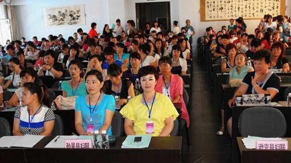 农村妇女参选村干部 名额有保障