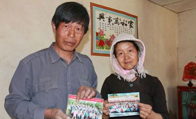 """甘肃古浪县中考状元与父母的第一次""""合影"""""""