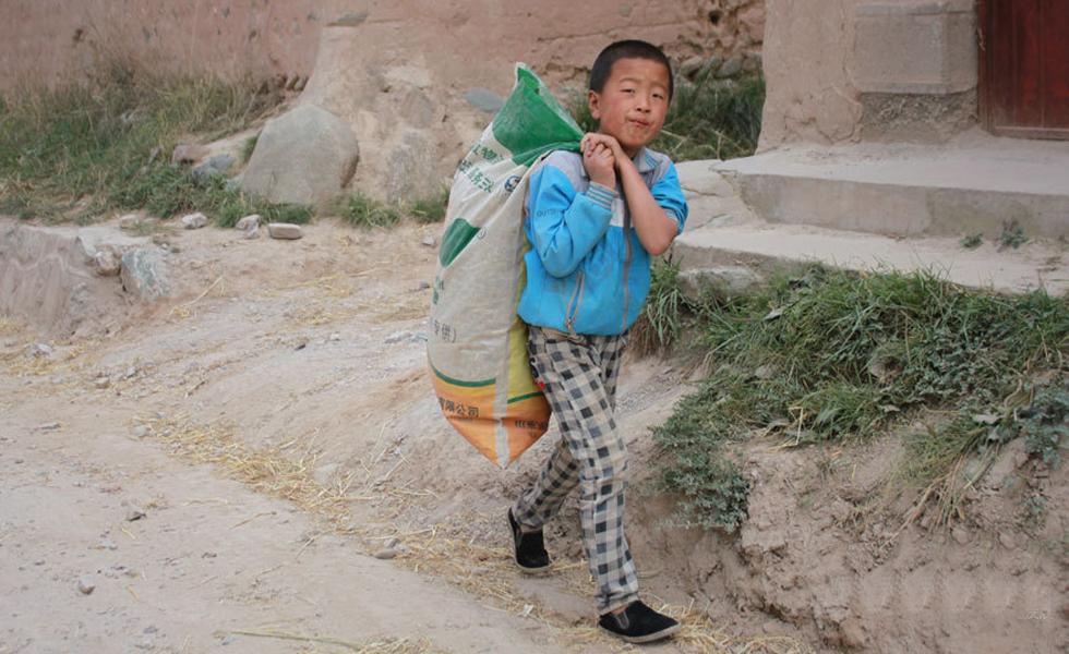 甘肃古丰乡,那些喝雨水的孩子们