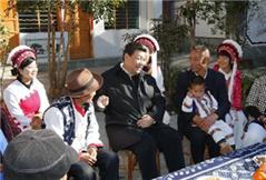 习近平:坚决打好扶贫开发攻坚战 加快民族地区经济社会发展