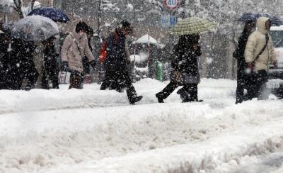 日本札幌遭遇60多年不遇大雪 积雪超过40厘米