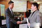 中国网总编助理郑文华与联合国环境署驻华代表张世钢交流