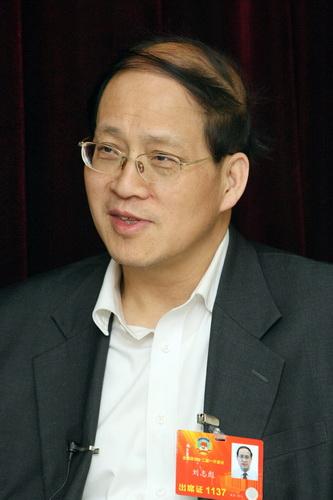 政协十三届二次会议举行第二次全体会议
