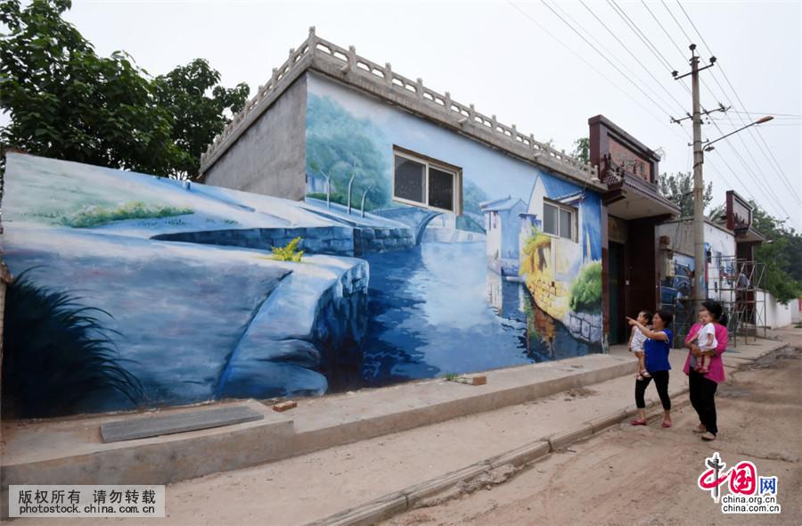 河北邯郸:农舍墙体彩绘画 扮靓农村新画卷