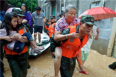 福建泉州:风雨中的感动
