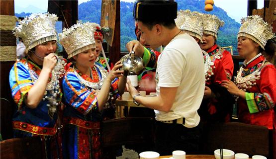 湖南崀山旅游发展带动产业扶贫 为群众打开脱贫致富大门