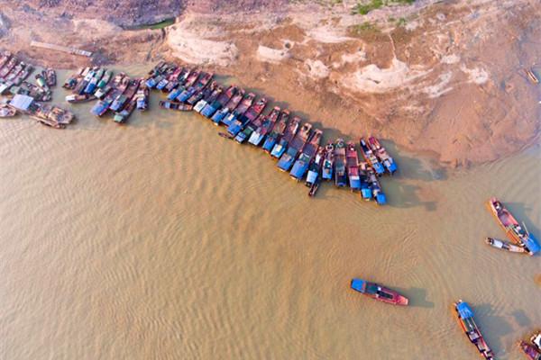 """""""洪水一片,枯水一线。""""是鄱阳湖最主要生态特征"""