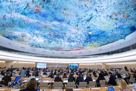 联合国人权理事会社会论坛10月3日在瑞士日内瓦万国宫举行