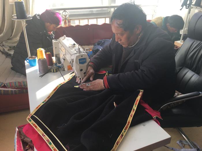 """【冬行西藏】""""产业链式""""扶贫 让残疾人也有自己的舞台"""