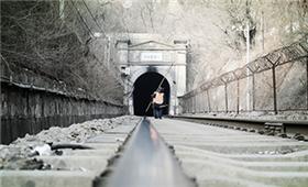 《帧像》春运特刊:八达岭隧道里的打冰人