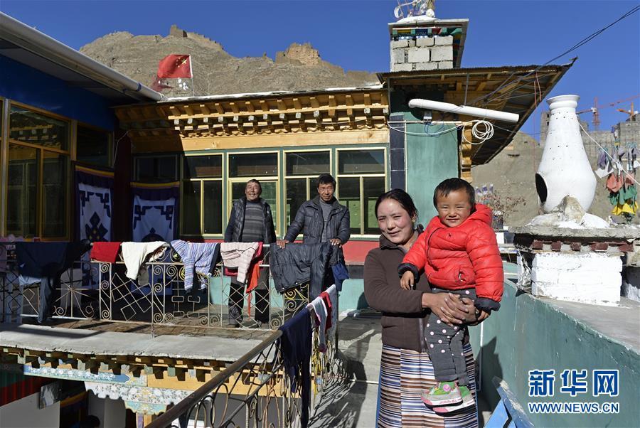 (新春走基层·图文互动)西藏山南农民普布旦增的幸福生活