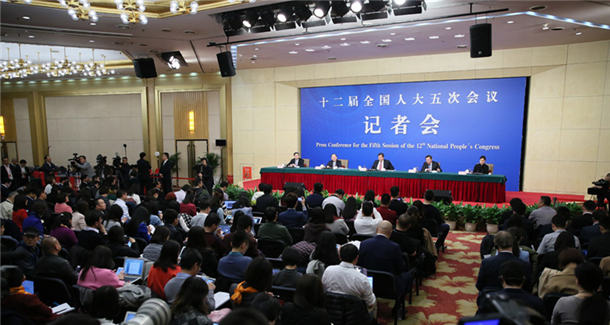 """财政部长肖捷等就""""财政工作和财税改革""""答记者问[组图]"""