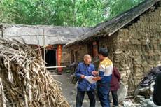【镜头中的脱贫故事】'我们为贫困户建新房'