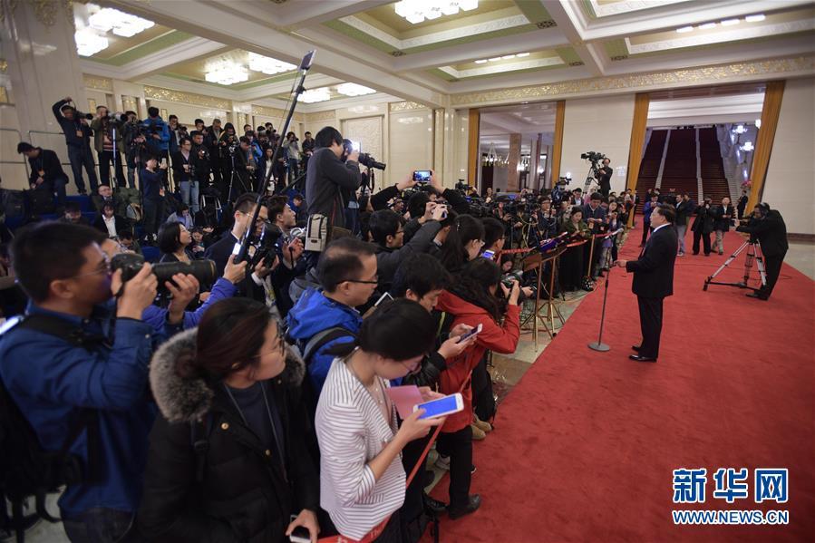 """(两会·图文互动)传递中国信心与力量——2017年两会""""部长通道""""和记者会回眸"""