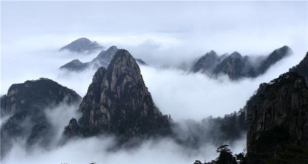 黄山瀑布云海宛如天际流,让人无限感慨江山如画