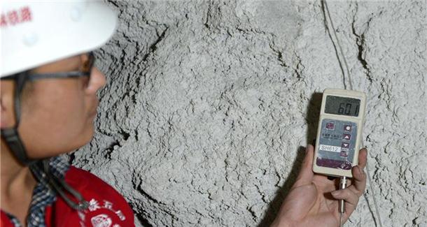 """""""冰火""""两重天——国家重点项目川藏铁路拉林段施工现场见闻"""